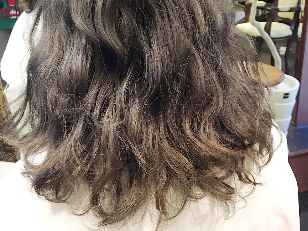 ⒈波ウェーブに巻き、髪全体に軽くwaxを付ける