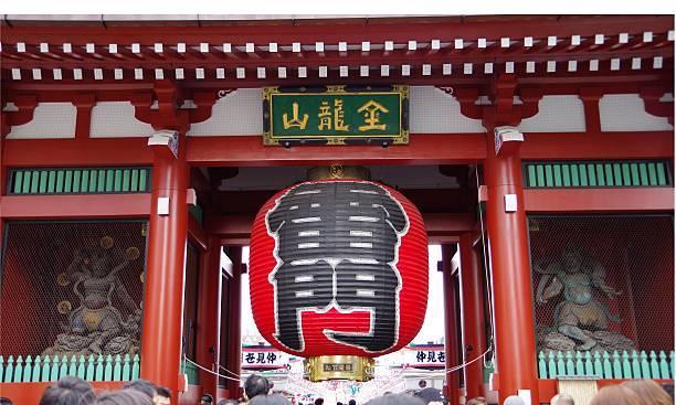 まず外せないのは浅草寺です。