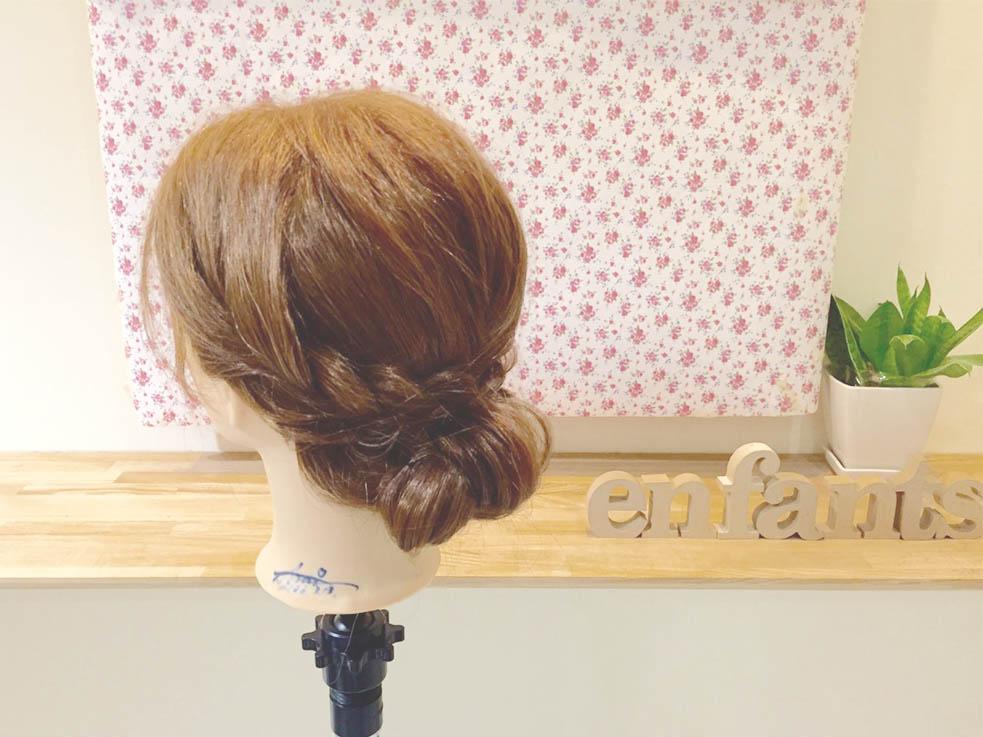 髪を巻いてきちんとベースを作れば、ワンランク上の仕上がりに