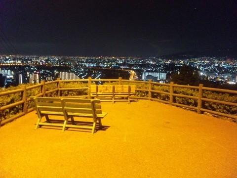 例えば、五月山の展望台。