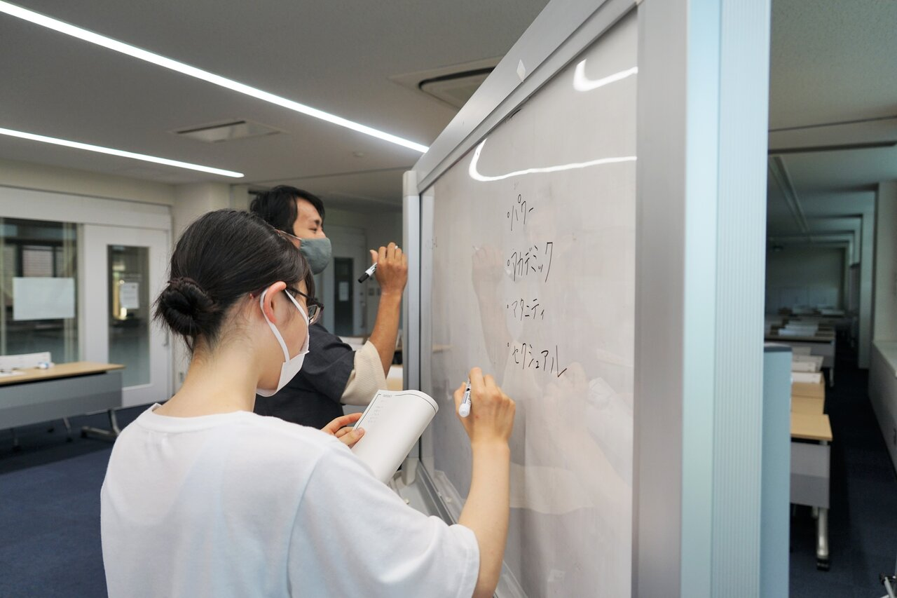 ハラスメントを書き出す学生たち