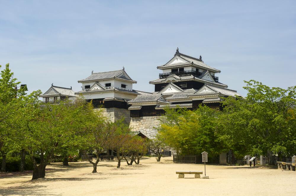 青空と松山城