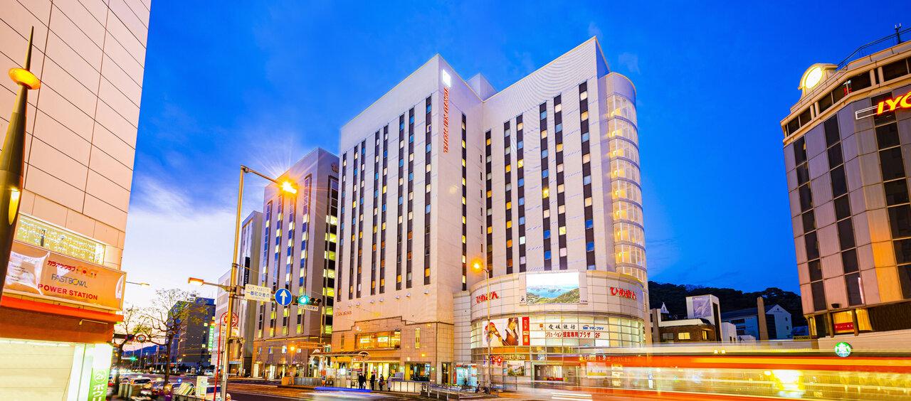 街のネオンと松山東急REIホテル