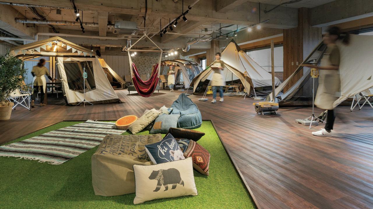 テントブランドが考えたキャンプ気分が味わえるカフェがオープン!!