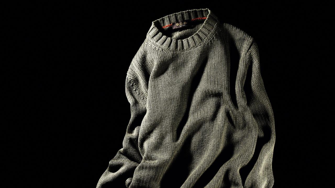 [ファッション]肩掛けしてもサマになるロロ・ピアーナのサマーニット