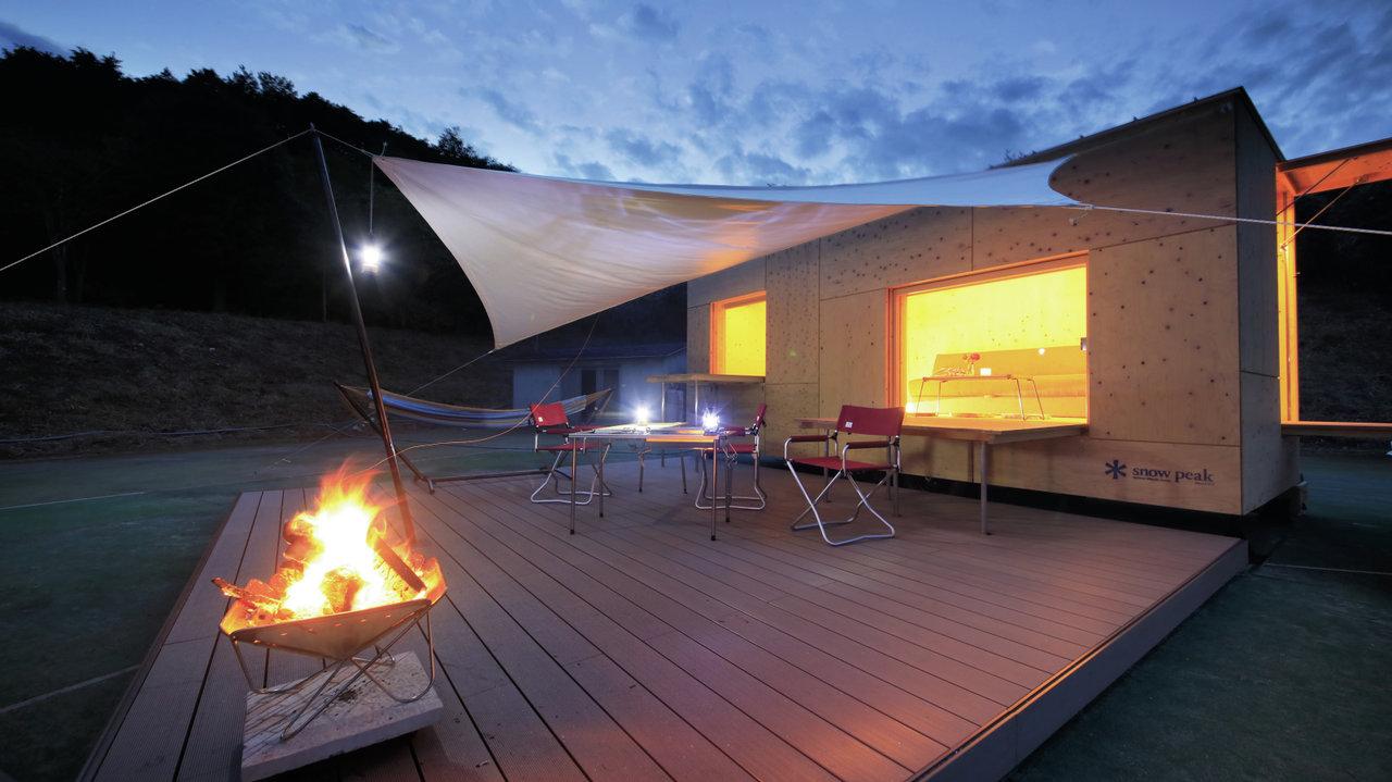 [アウトドア]テレビや時計はあえてなし!な空間を隈 研吾氏デザインの木のモバイルハウスに!!