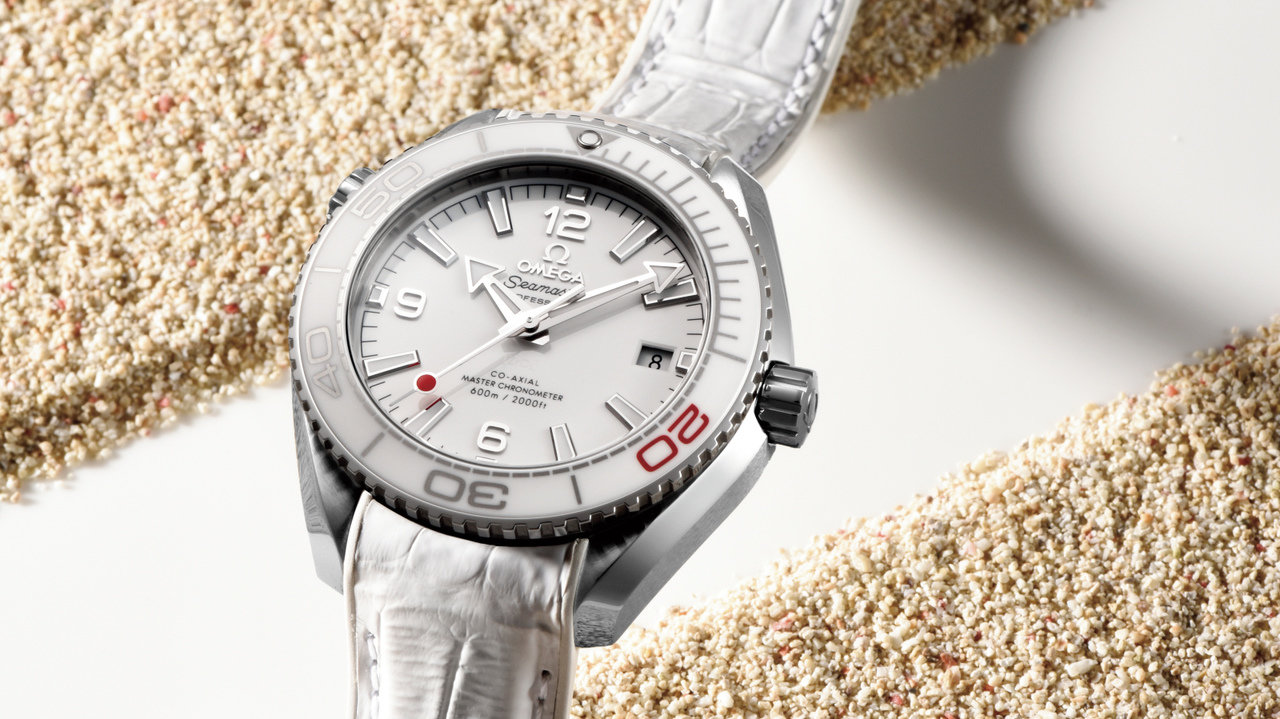 """[時計]合わせるファッションを選ばない""""白の時計"""""""
