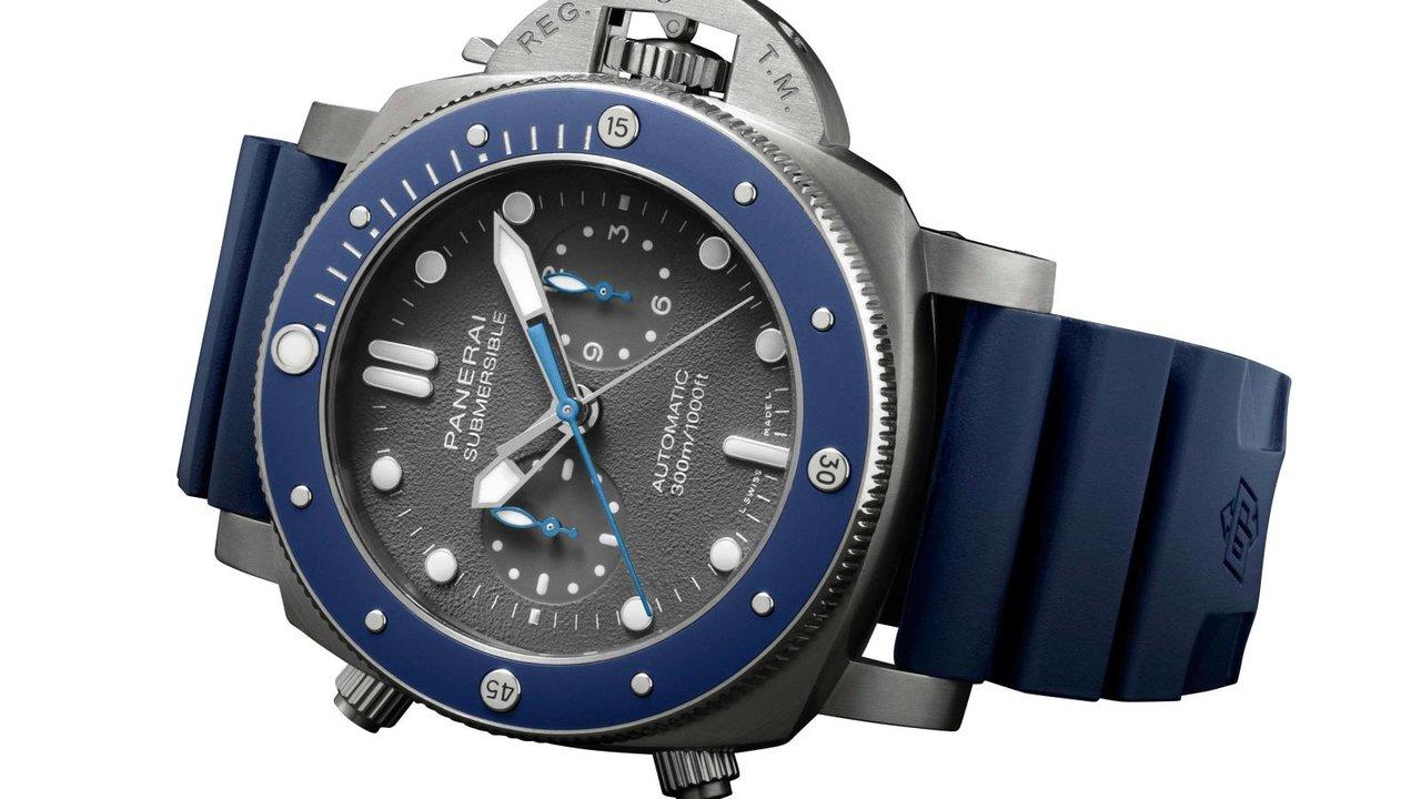 [時計]週末、キャンプにBBQに水回りでガシガシ使えるのがラバーベルトの時計
