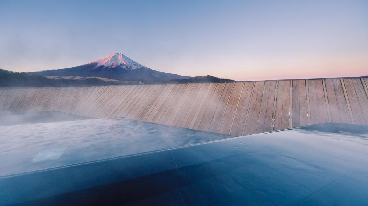 [ホテル]屋上露天風呂から眺める富士の圧倒的な存在感!