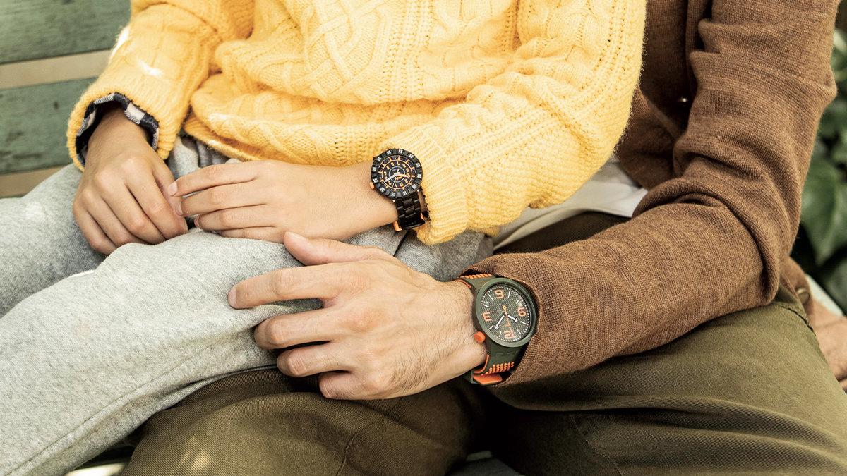 [ファッション]スウォッチの腕時計とドクターマーチンのブーツでさりげない親子おソロ