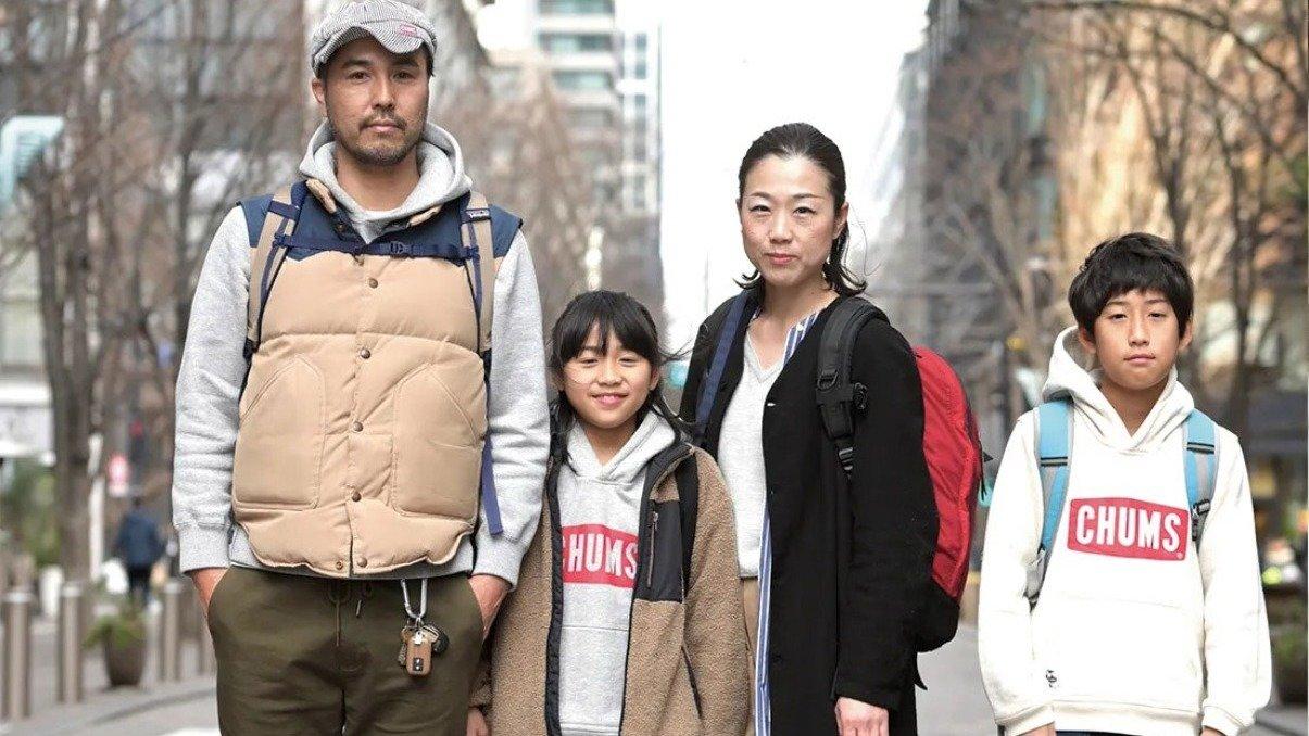[SNAP]東京・丸の内の親子スナップ「パッと見お洒落に見えるパパは、カーキ色使いがお上手」