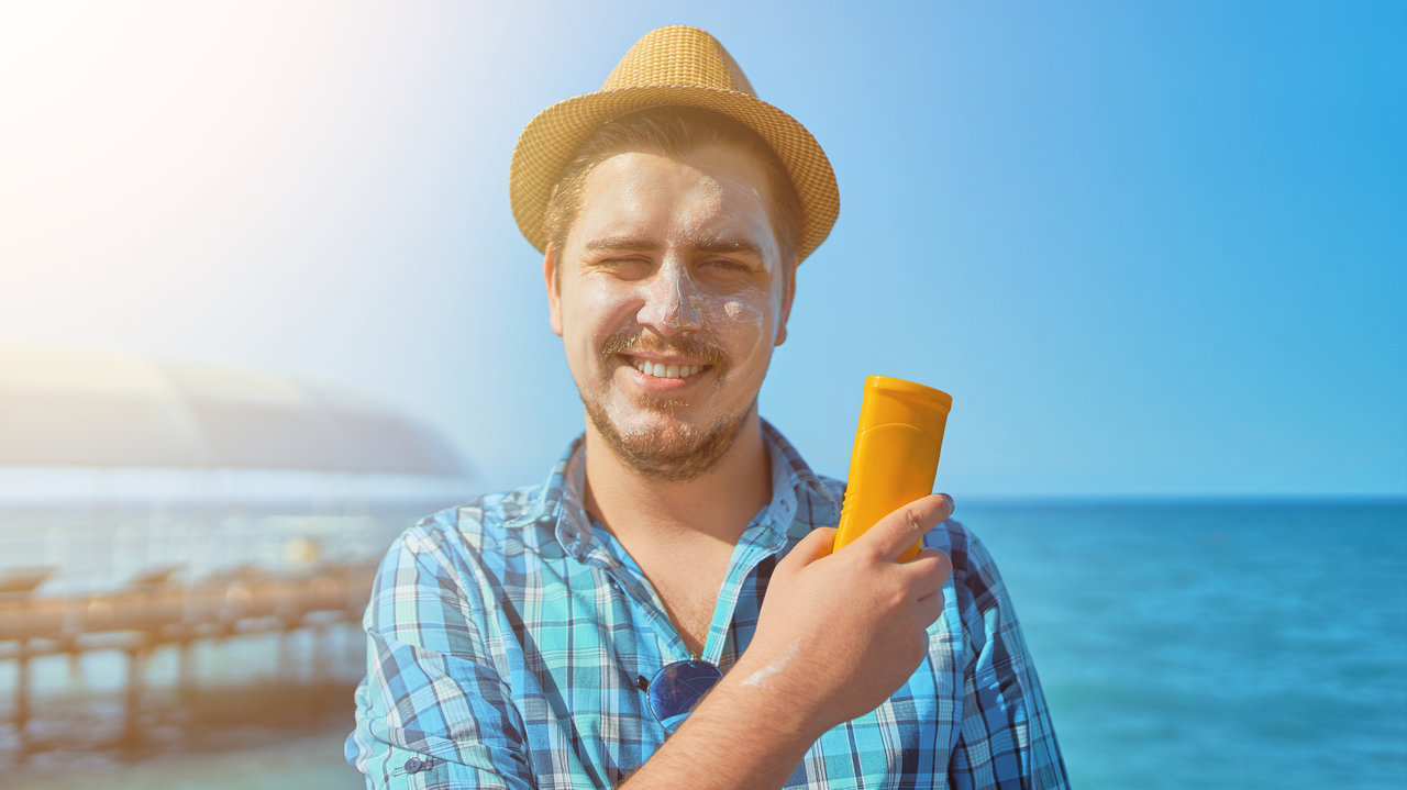 日焼けは老け顔一直線!格好いい若々しい男子でいるための正しい日焼け止め法について