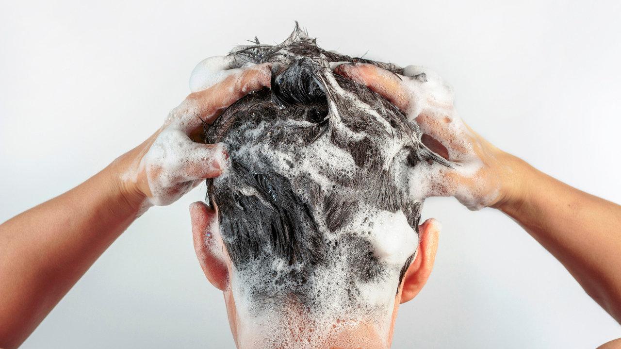 髪の毛で印象はガラリ変化、健康な頭皮と髪を維持しよう!自分に合ったシャンプーの選び方