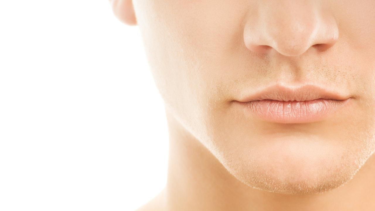 話すときに一番相手に見られている口元!で、ガサガサ唇を清潔感を担保する唇ケア指南