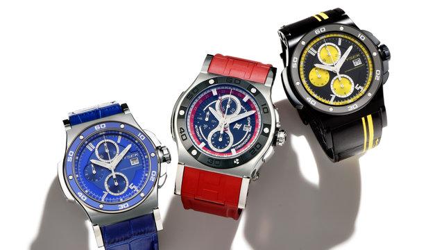 時計夏のTシャツによく映える、お洒落で機能的でしかも高級感のあるSUV的なスポーツ夏時計