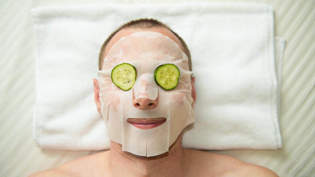 男だってフェイスマスクでスペシャルケアをしよう。デキる男の1ランクアップスキンケア術