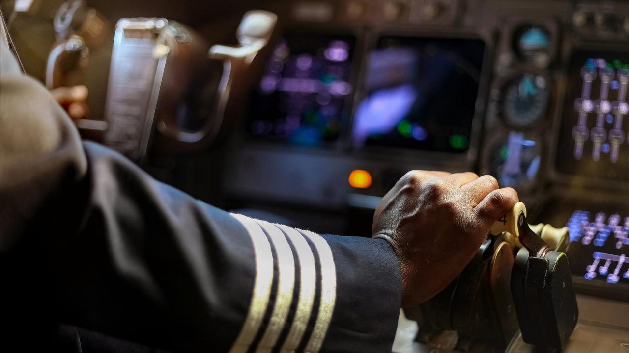 憧れのパイロットに♡都内フライト体験スポット3選!ファーストクラスでアレが楽しめる件も