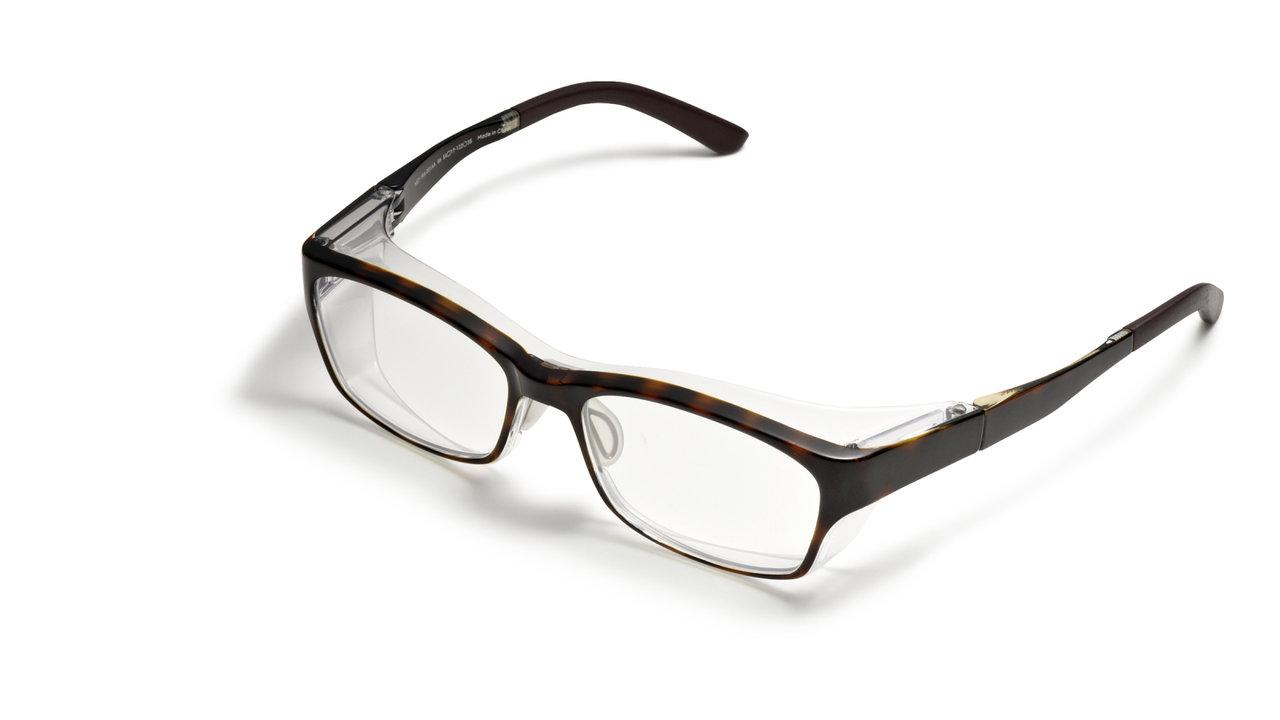 EYEWEAR「コロナ禍で必要な安全安心のフード付き眼鏡」 その①