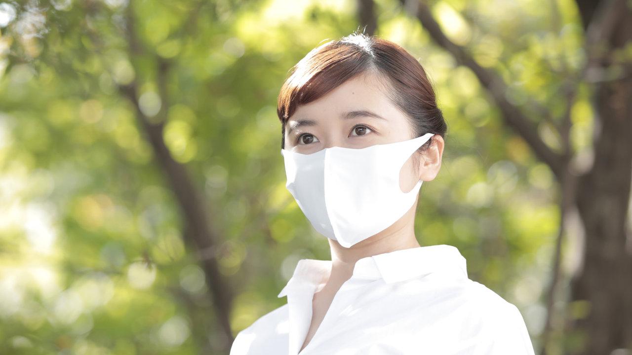 寝具メーカーの昭和西川が開発した高機能マスクは、抗ウイルス機能で安心