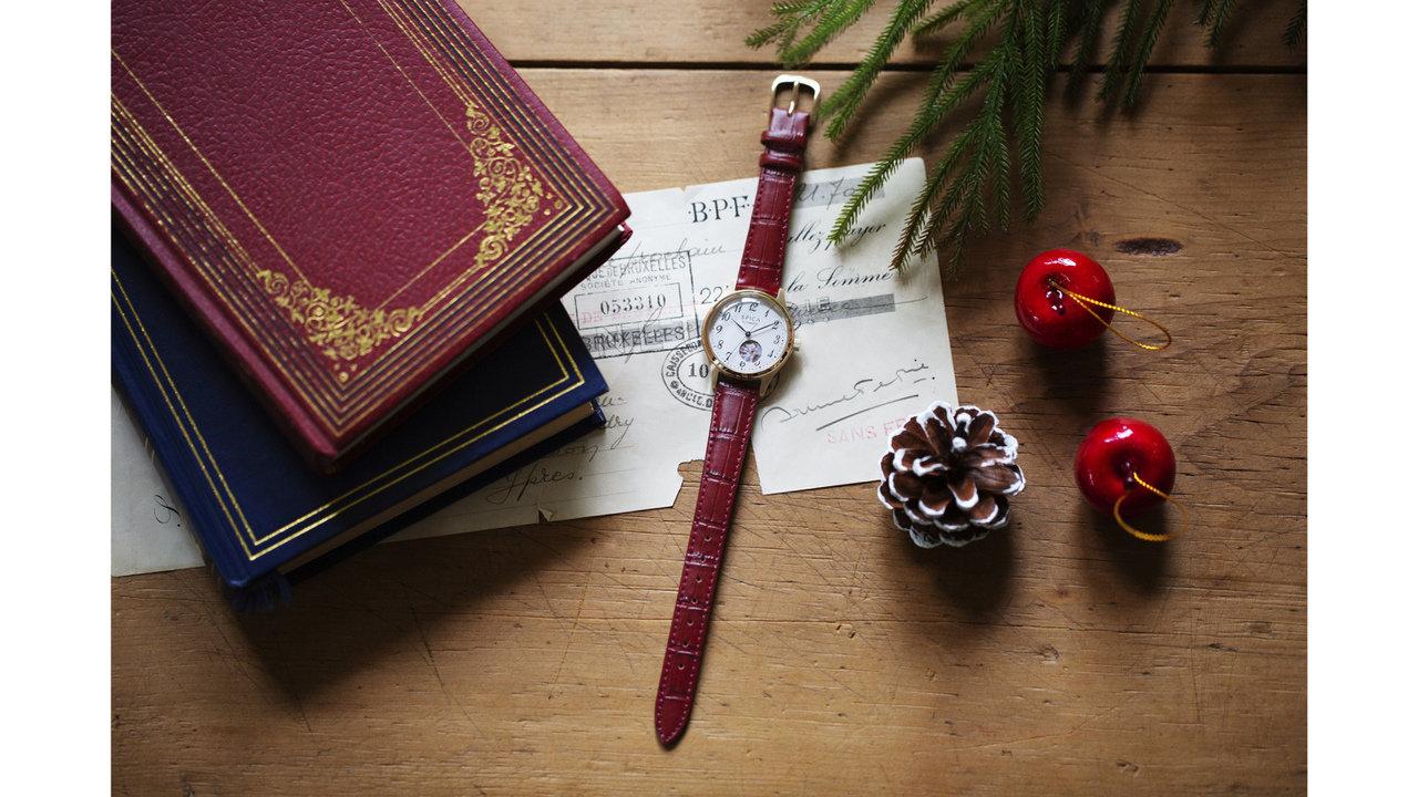 贈り物にちょうどいい!「オープンハート」の機械式腕時計