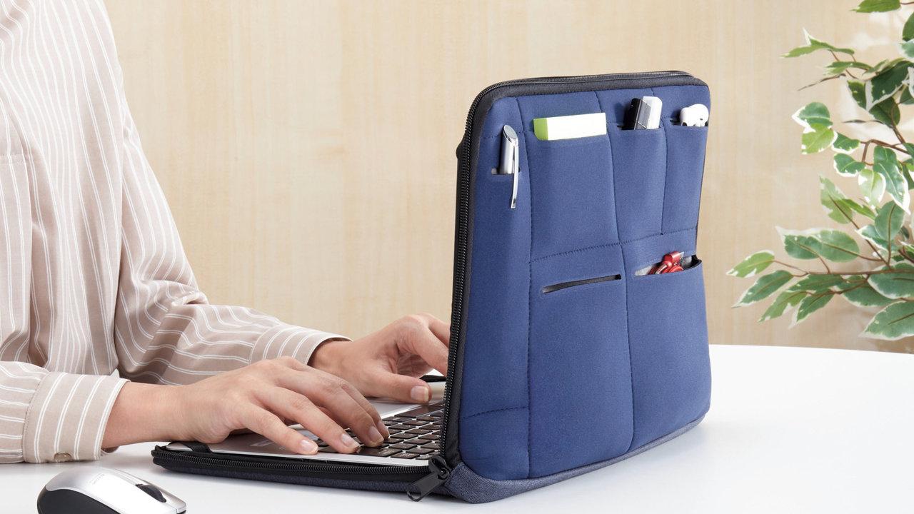 リモートワークにおすすめ!ノートパソコンに付けたまま仕事ができる多機能PCカバー!