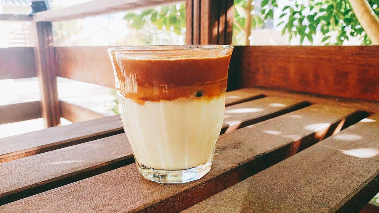 SNSで人気のダルゴナコーヒー♡100均ミニクリーマーで作ってみた!
