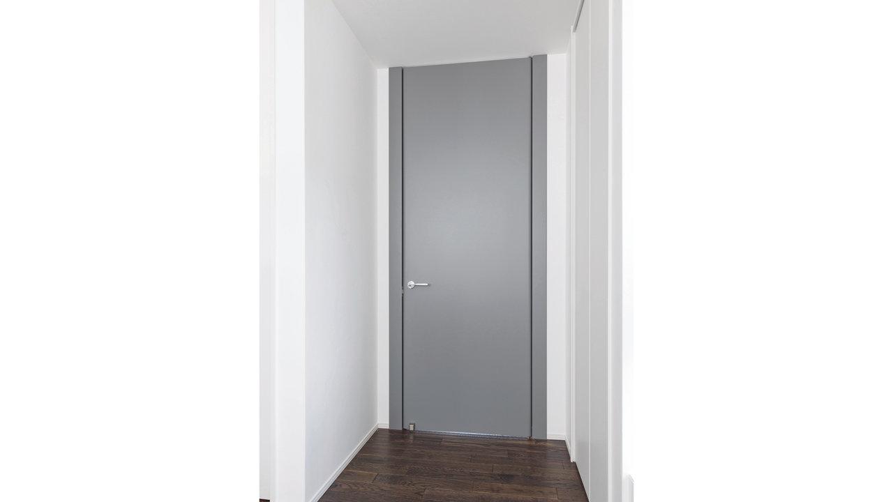 家創りに必要なモノ・コト/イタリアの職人が手間暇かけた芸術品のような存在感のリビングのドア