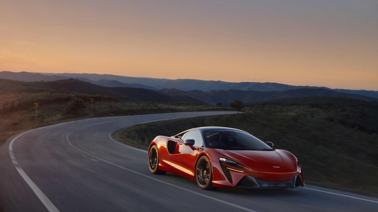 マクラーレンがハイブリッドのスーパーカー「アルトゥーラ」を発表