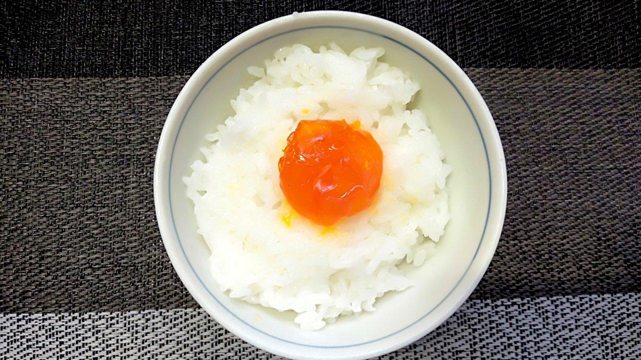 白米や酒の肴に最適!大人の男性がハマる漬け卵黄レシピに挑戦してみた