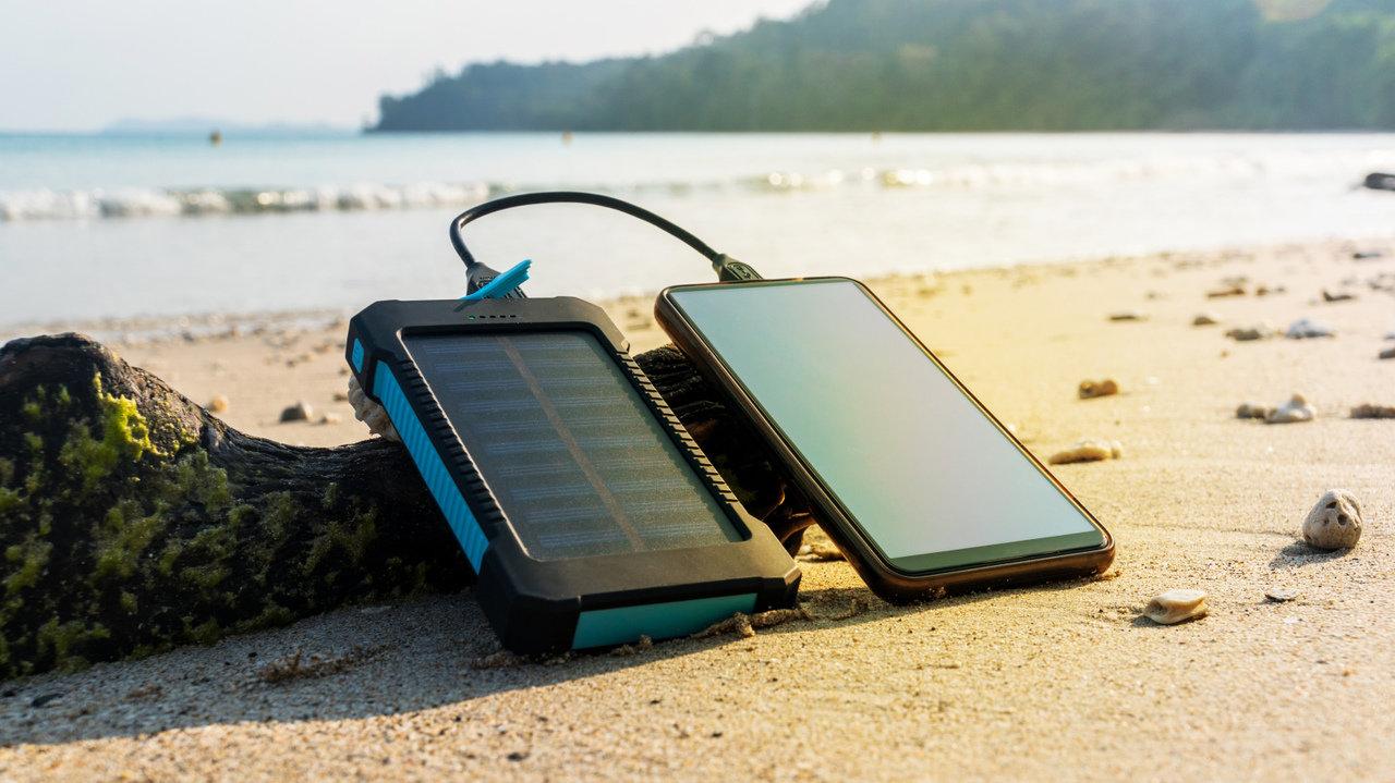 防災対策に必須なソーラーバッテリー5選。キャンプや登山時でも大活躍!