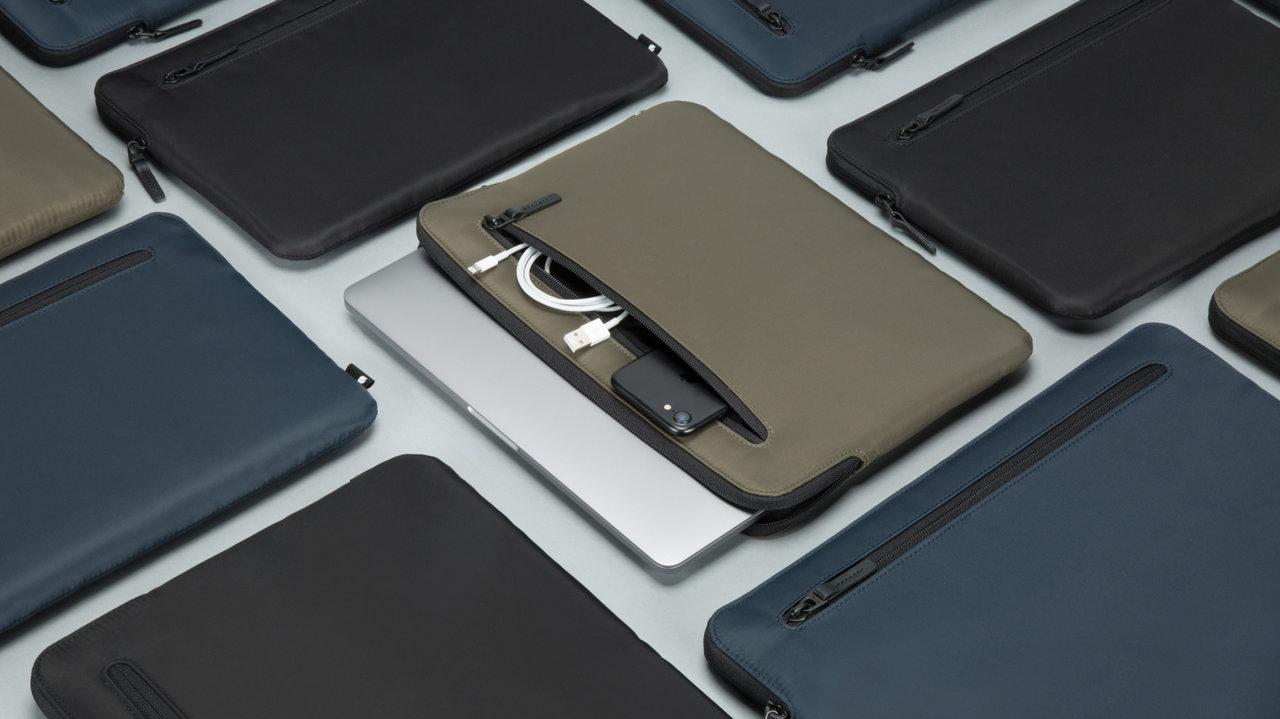アップル公認!MacBook ProやiPhoneまわりのアイテムごときれいに収納できるケース