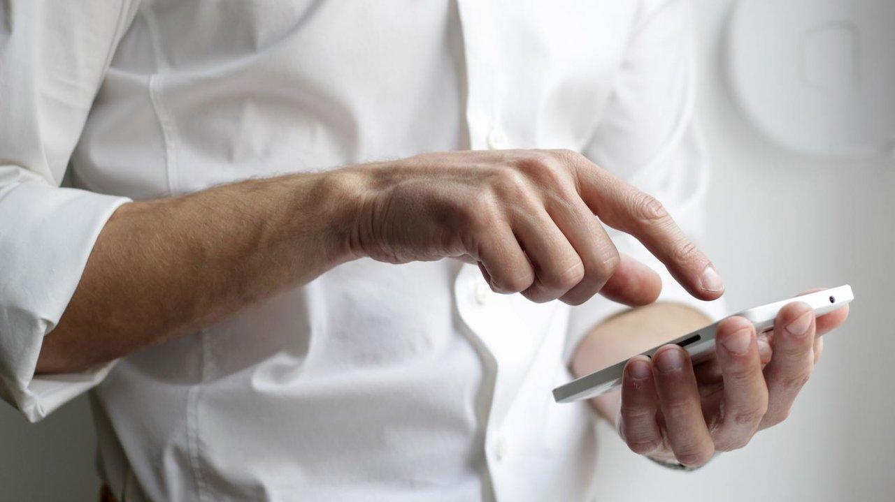 スマートフォンの最新料金プランを比較!どこが安い?今の料金を見直してみよう