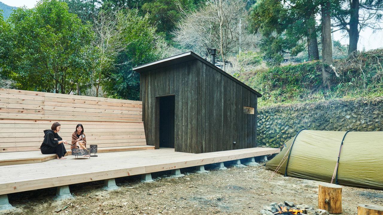 サウナー必見!温まったら川に飛び込める都内の小屋サウナ「HINOKO SAUNA」