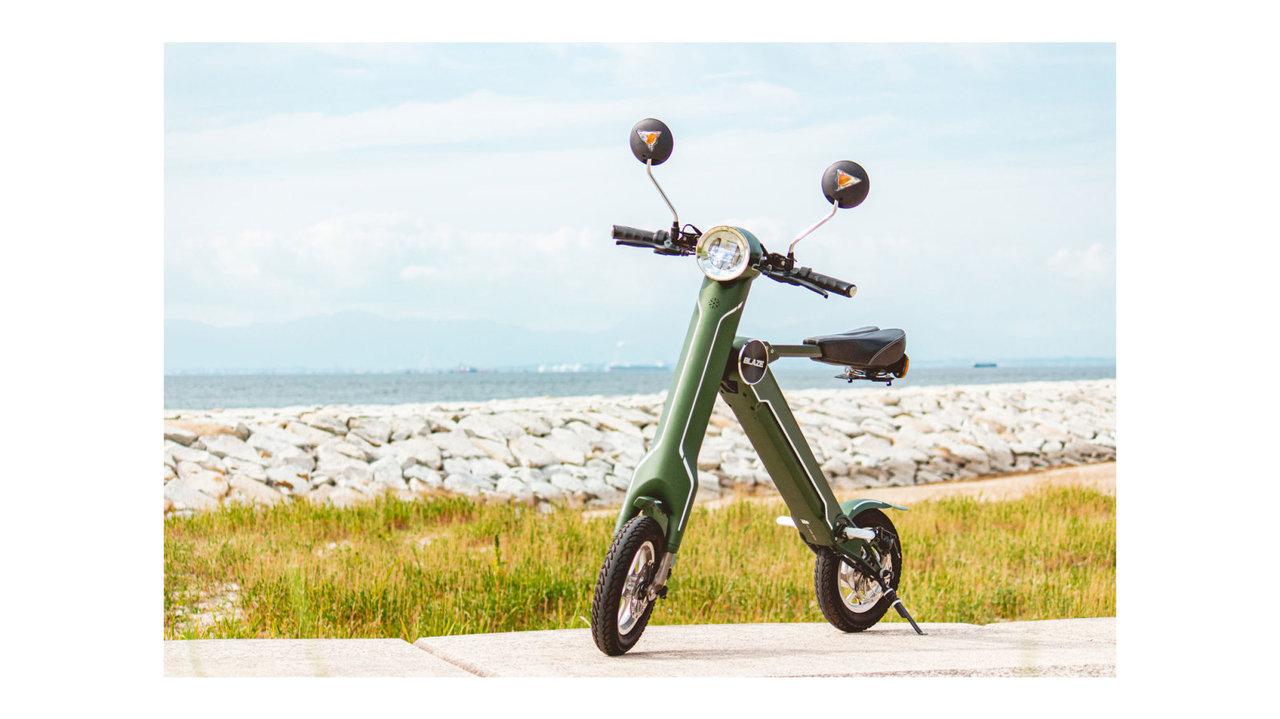持ち運べる小型折りたたみ電動バイク!公道走行可能で坂道もスイスイ