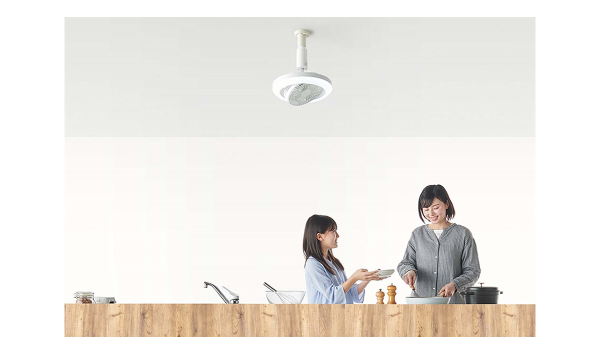 天井から吊るすサーキュレーターとLEDライトが一体化!照明から「風」が吹く便利アイテム