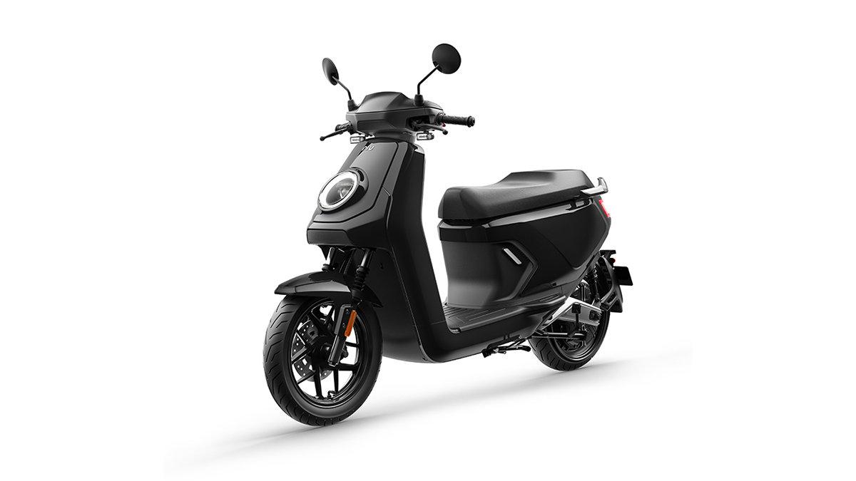 どこまでもサクッと快適な乗り心地!新時代の電動スクーター「NIU MQiGT」