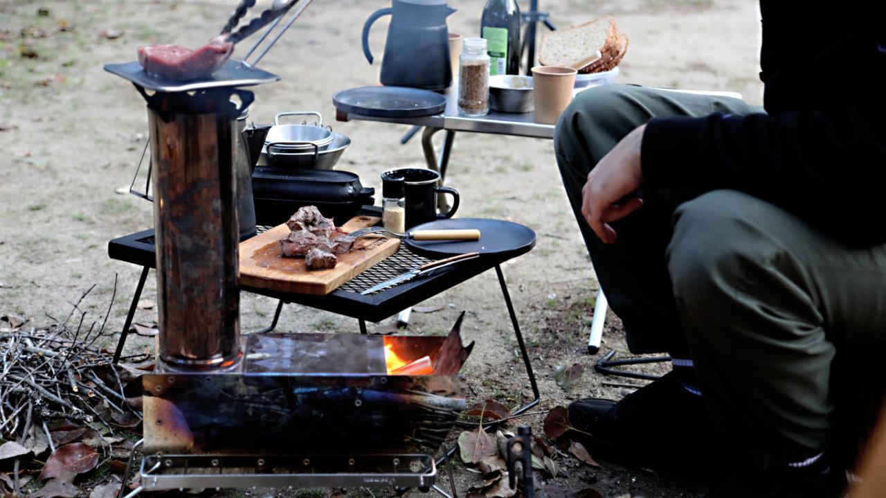 ドラフト効果で火力アップ!キャンプで好きな料理を楽しめるロケットストーブ