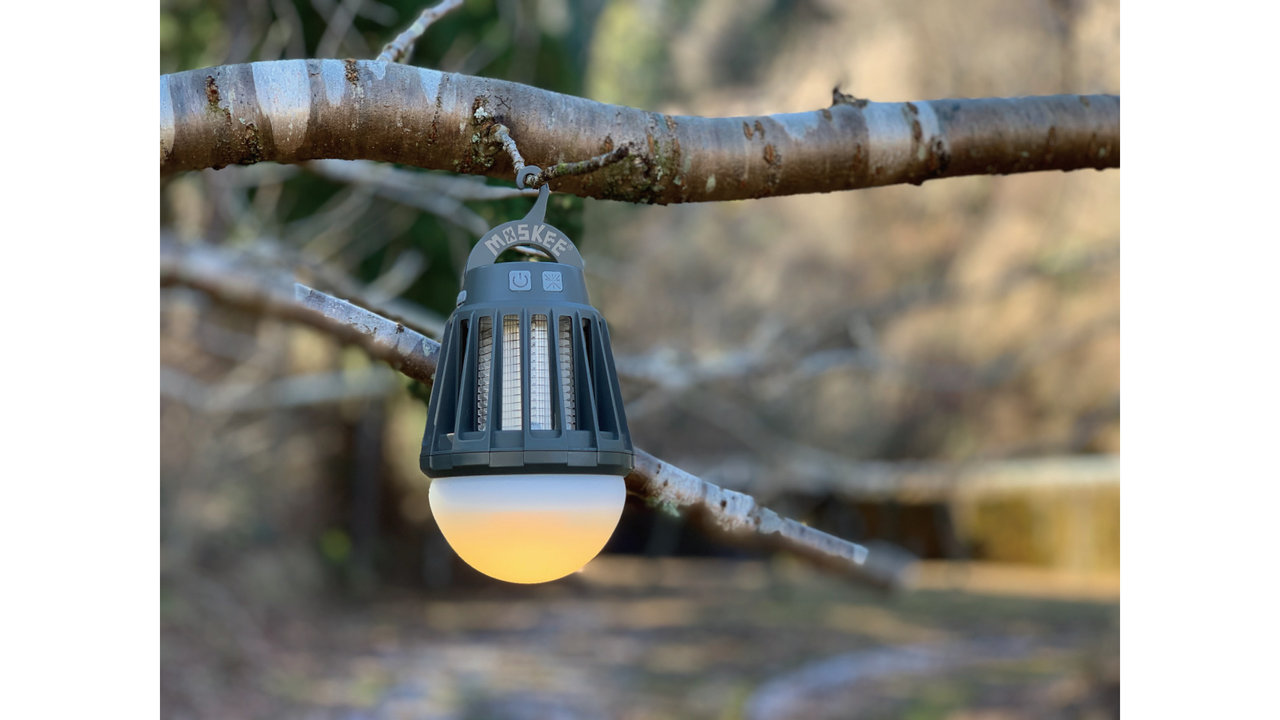 虫対策の定番殺虫ライトに、ゆらぎ機能が追加された「MOSKEE yuragi」