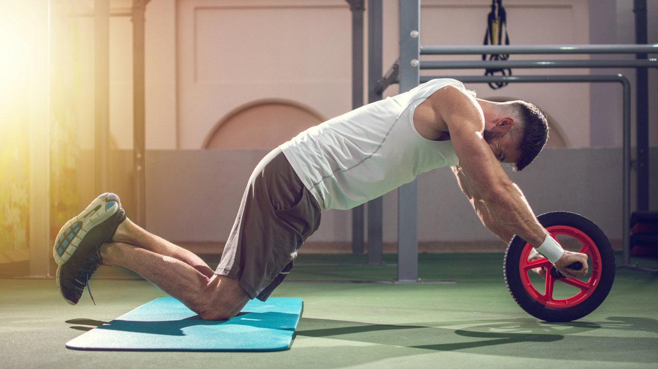 【腹筋ローラー、ダンベル他】自分史上最高のカラダに!おうち筋トレが変わるトレーニングアイテム特集
