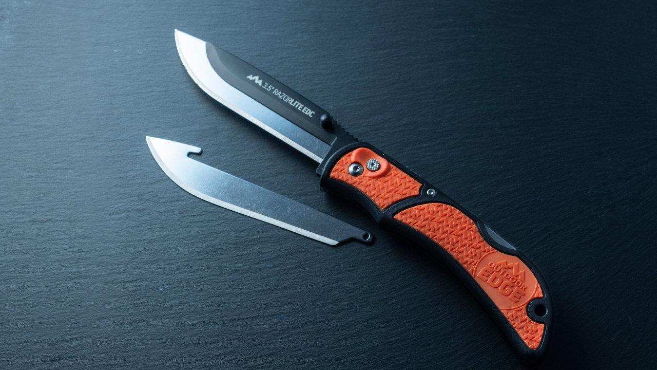 アウトドアナイフに革命!ワンタッチの替え刃交換で、最高の切れ味がいつまでも