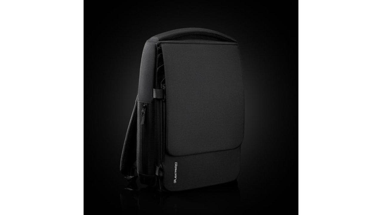 拡張式でも洗練されたデザイン!スマート&スリムなバックパック「PleatPack」
