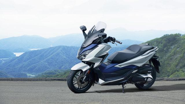 【バイク】人気急騰!ビックスクーターなら荷物が大きくても平気!