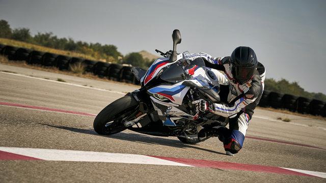【バイク】時計もファッションもバイクもスポーツ系!
