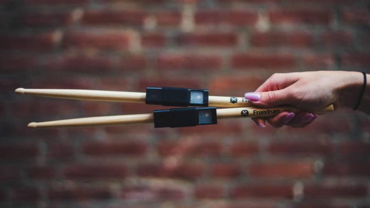 公園のベンチがスタジオに!機材いらずでドラム練習ができる「Freedrum」
