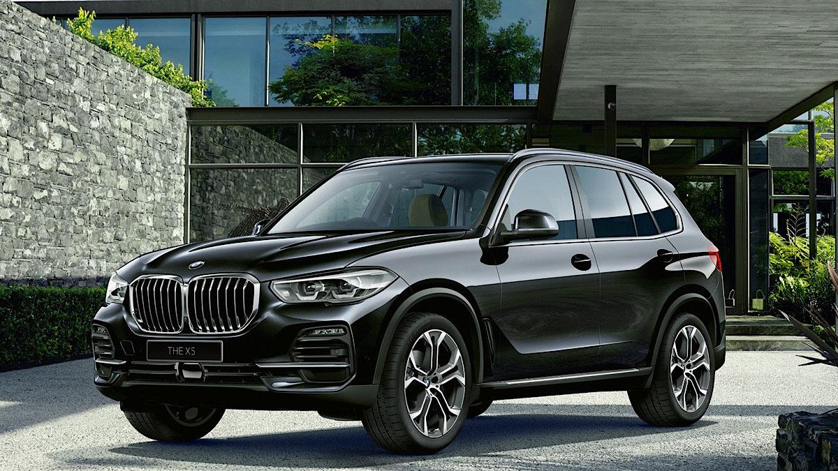 【BMW X5 限定車】最大7名乗車できる三列シートを標準装備。悪路も走るタフモデル