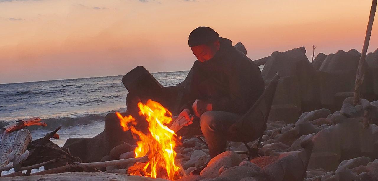 焚き火を愛し、焚き火に愛された、焚き火のためのジャケット
