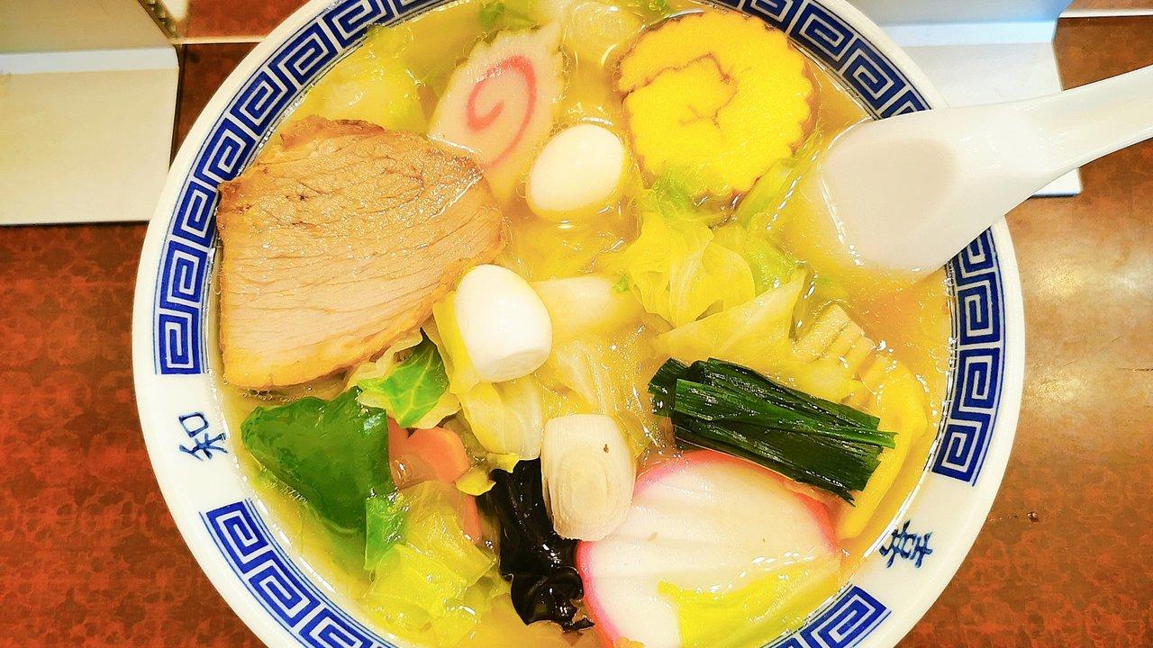 【街中華】飲食激戦区で長年愛される、西新宿「登喜和」五目ワンタンメン