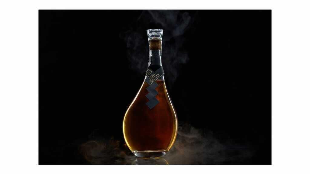 おうち飲みの新定番。日本酒×レモンの新スピリット「琥珀浄酎」