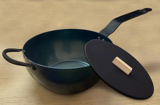 鉄製なのにお手入れいらず!パラパラ本格炒め炒飯も簡単に作れる「おひとりさま用ミニ中華鍋」