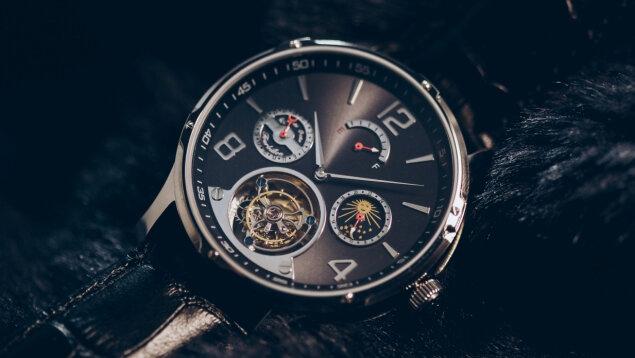 機能性と高級感が一つに。オトナの遊び心を満たす自動巻き腕時計「VOトゥールビヨン」